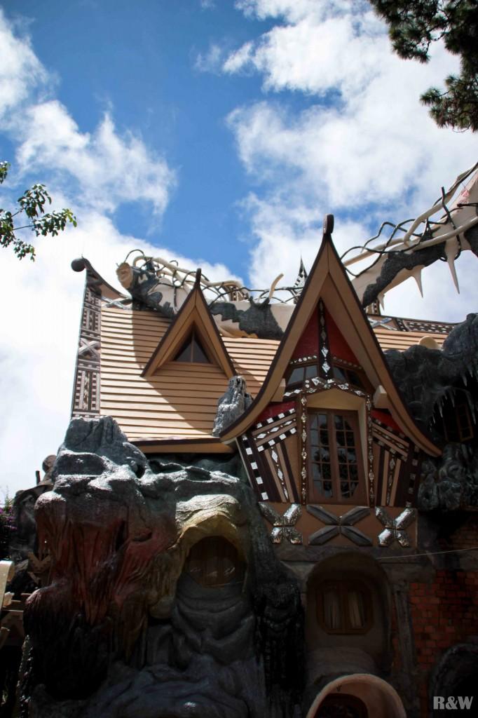 Une des façades de la Crazy House
