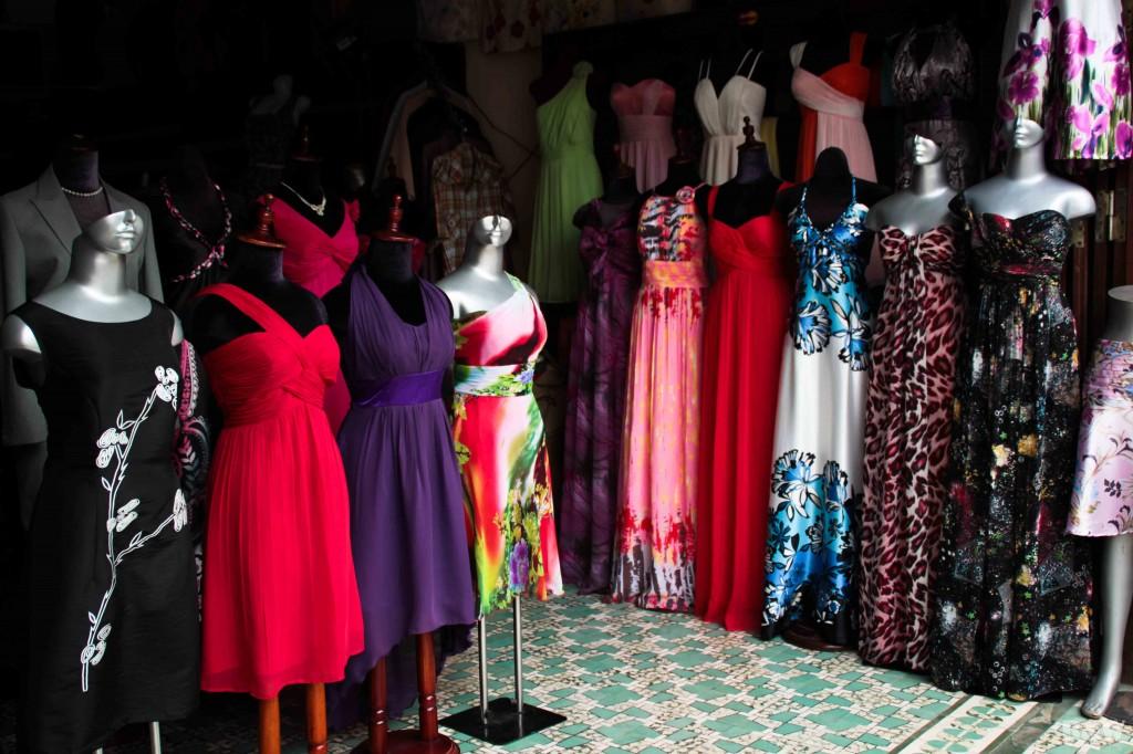 La spécialité de Hoi An : les étoffes, la soie et les vêtements sur-mesure