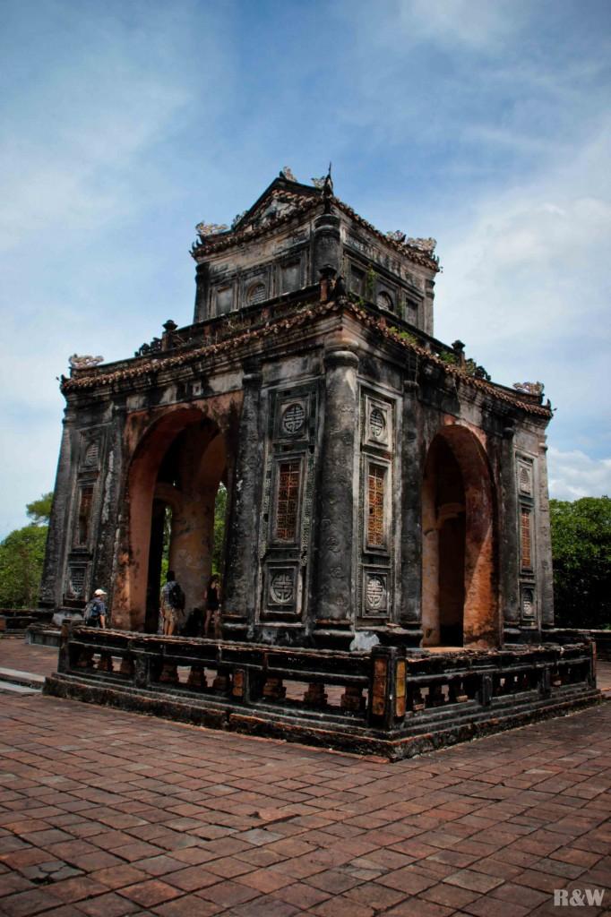 Au tombeau de l'empereur Tu Duc