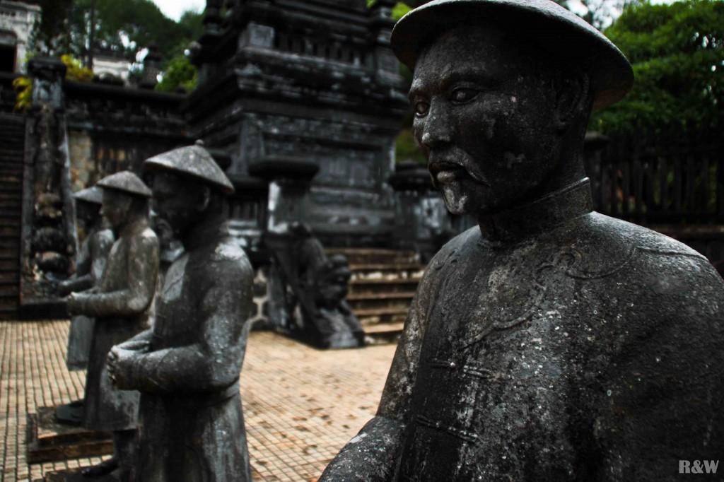 Les soldats du tombeau de l'empereur Khai Dinh