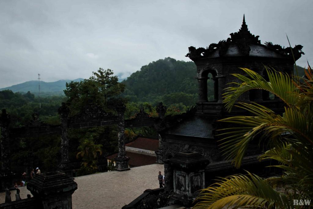 Vue depuis le tombeau de l'empereur Khai DInh