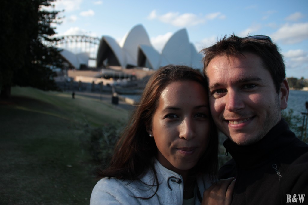 Arou et Flo devant l'Opera House