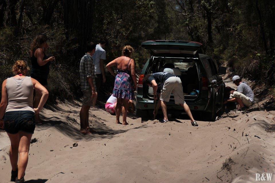 Un véhicule s'est enlisé dans le sable