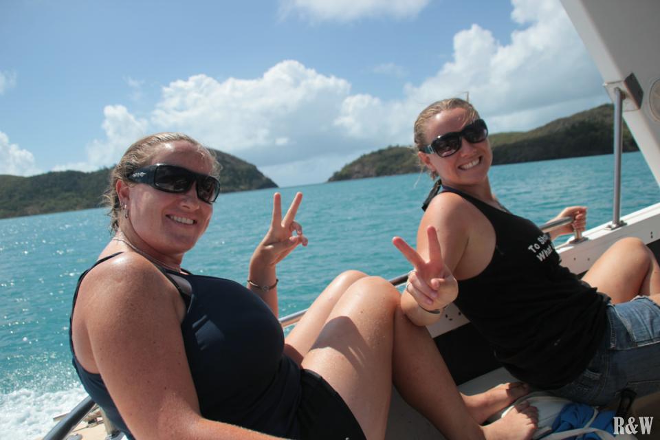 Les deux sisters heureuses de partie à la découverte de l'archipel