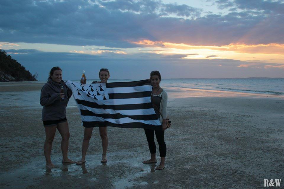 Arrivés à Kingsfisher Bay au coucher du soleil, à siroter nos dernières bières et afficher à la fierté bretonne