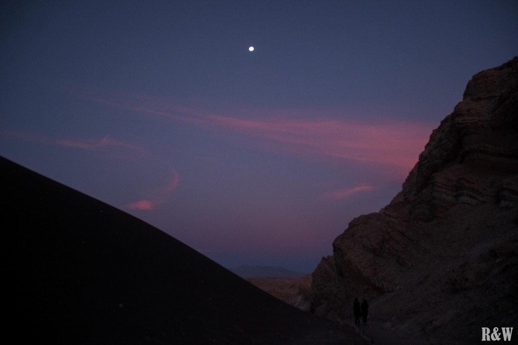 Le soleil une fois couché sur la Vallée de la Lune