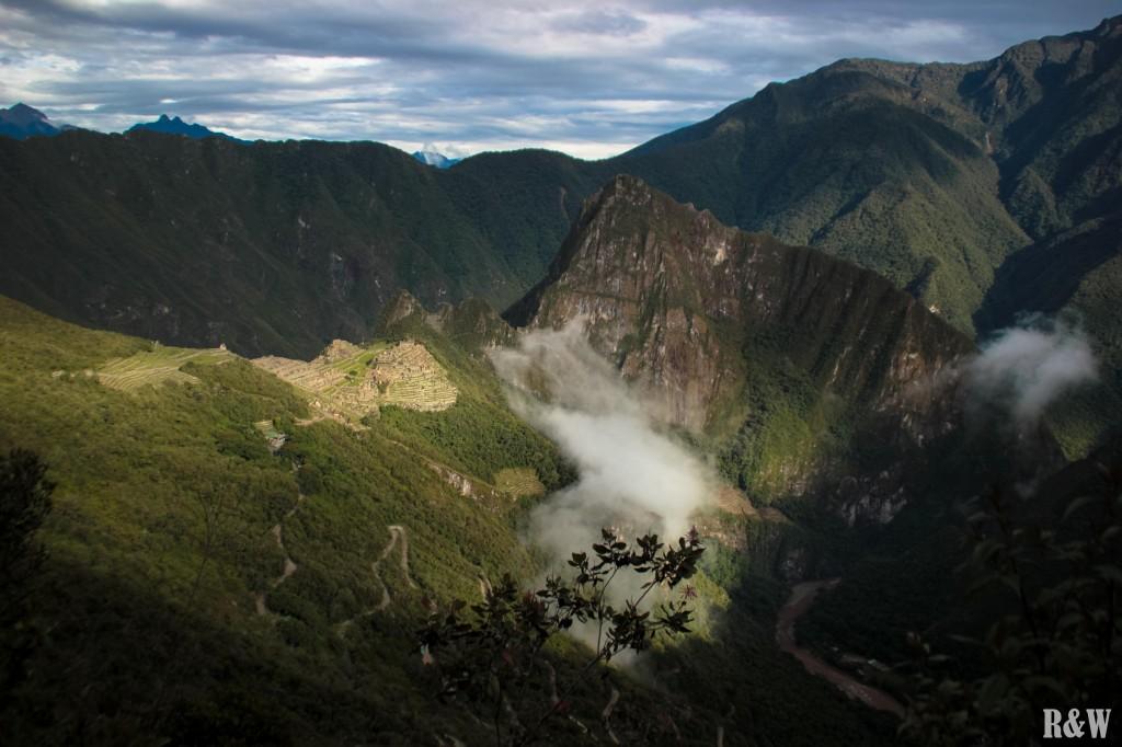 Le Machu Picchu, le rêve d'une vie, rayons de soleil et nuages !